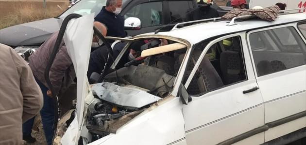 Ilgın'da Kamyonet Otomobile Çarptı: 1 Ölü, 2 Yaralı