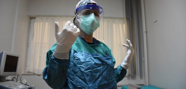 Kovid-19'u Yenen Hemşire,  Hastalığını Çocuklarından Gizlemiş