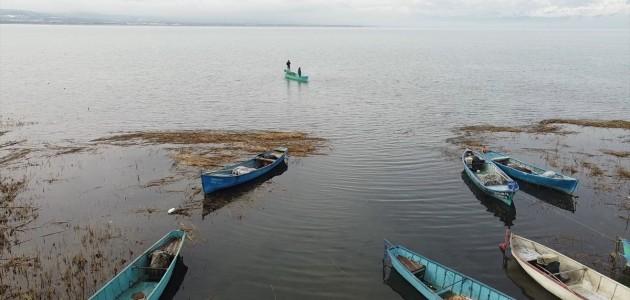Tatlı Su Balığı Avcıları, Beyşehir Gölü'nde Kısıtlamada da Av Mesaisinde