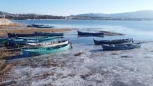 Beyşehir Gölü'nün Kıyıları Dondurucu Soğuklardan Buz Tuttu