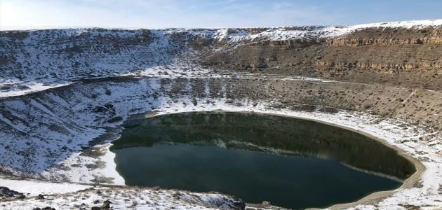 Meyil Obruk Gölü, Kar Yağışı İle Ayrı Güzelliğe Büründü