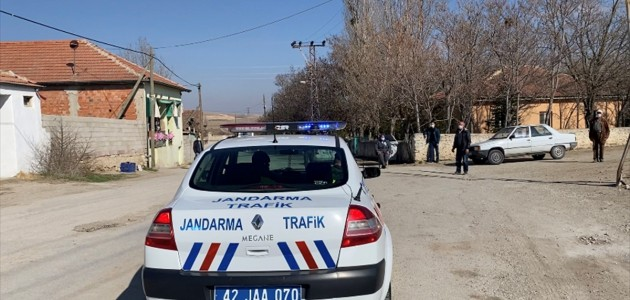Konya'da Jandarma Ekipleri Megafondan Maske ve Sosyal Mesafe Uyarısı Yaptı