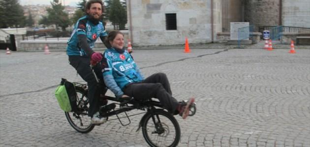 Bisikletli Fransız Çift, Beyşehir'de Mola Verdi