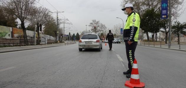 """""""Çok Yüksek Riskli"""" Konya'da Sokağa Çıkma Kısıtlamasına Uyuluyor"""