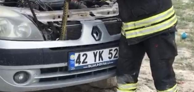 Otomobilin Motoruna Giren Yılanı İtfaiye Kurtardı