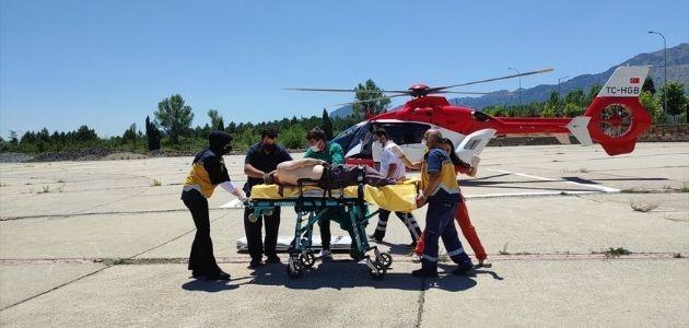 Konya'da Kurban Keserken Atar Damarı Kesilen Kişi, Hava Ambulansıyla Hastaneye Sevk Edildi