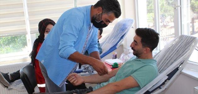 KOMEK ve Türk Kızılayı beraberliğinde Yunak'ta kan bağışı!