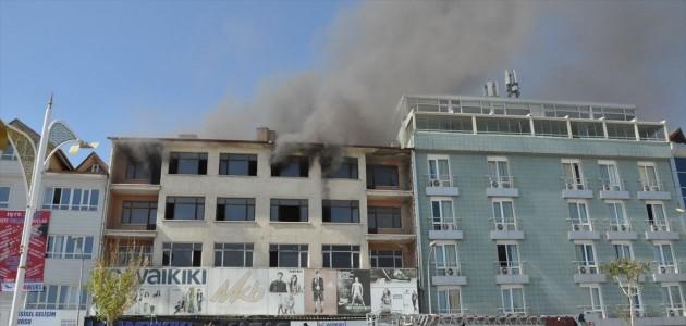 Konya'da 5 Katlı Binada YANGIN Sebebiyle Çatı Çöktü !
