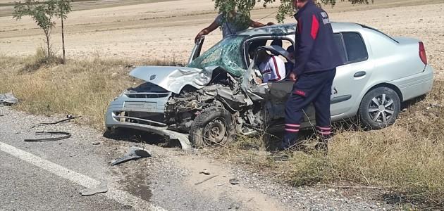 2 otomobilin çarpışması sonucu meydana gelen trafik kazasında 4 kişi yaralandı.