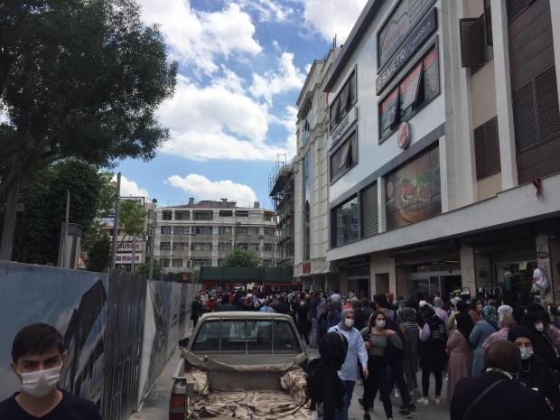 Kısıtlama Sonrası Konya\'da Halk Sokağa Döküldü